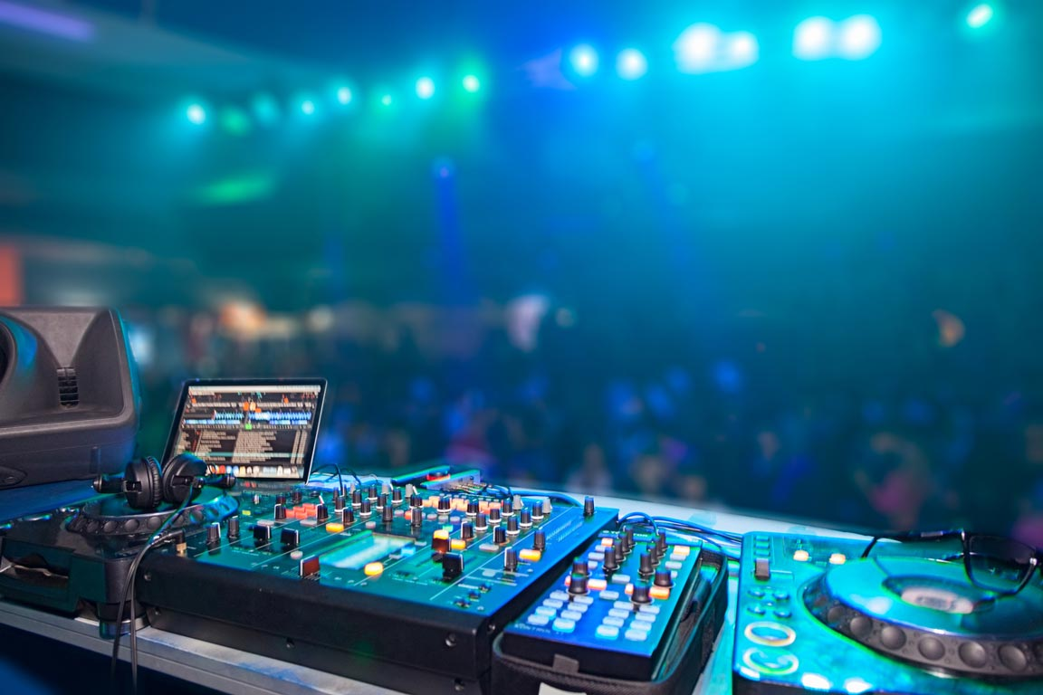 DJ setup equipment - How to Become a DJ